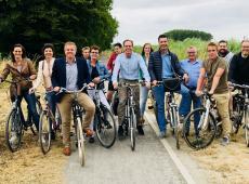N-VA wil met Izegemnaars elk jaar 500 keer de wereld rond fietsen