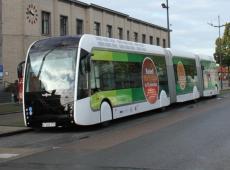 In oktober 2015 liep al een grootschalig proefproject met de trambus tussen Kortrijk en Hoog Kortrijk. © JVGK