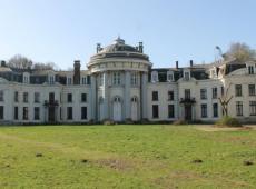 Bouwbedrijf Romel mag meer bouwen op de gronden van de site Scheldeman als ook het Blauwhuis wordt aangepakt. FOTO: SDI