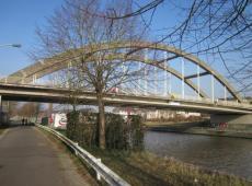 De Kuurnebrug over de Leie, beter bekend als 'de Nieuwe Brug', verbindt Kuurne met Harelbeke. © Wikimedia