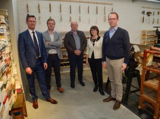 Eperon d'Or bereidt het feestweekend voor. v.l.n.r. Kurt Himpe, Bert Maertens, Marc Vanlerberghe, Hilde Colpaert en Tom Verbeke. © Frank Meurisse